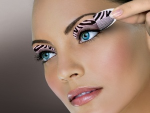 colorOn's Pink Zebra Instant Eye Shadow