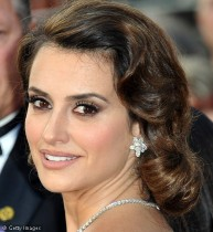 Penelope Cruz, perfect smoky eyes
