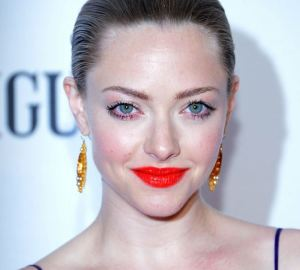 Amanda Seyfried's makeup, up close