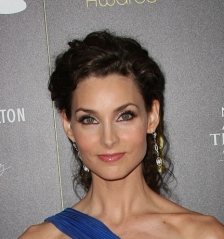 Alicia Minshew's pretty pastel makeup, up close